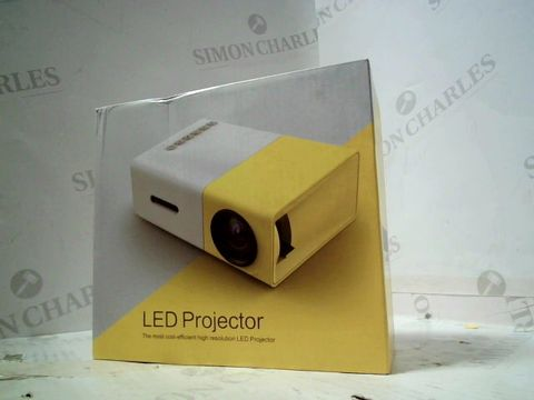 Lot 172 BOXED LED PROJECTOR