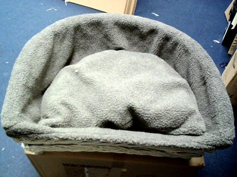 Lot 4030 WICKER PET SOFA BED