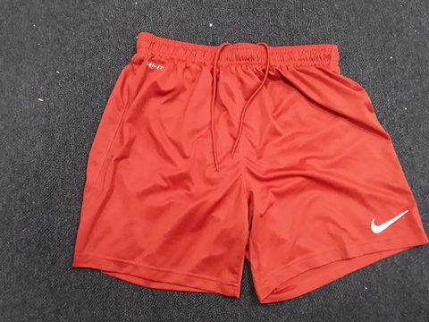 Lot 13047 NIKE DRI-FIT SPORTS SHORTS SIZE M