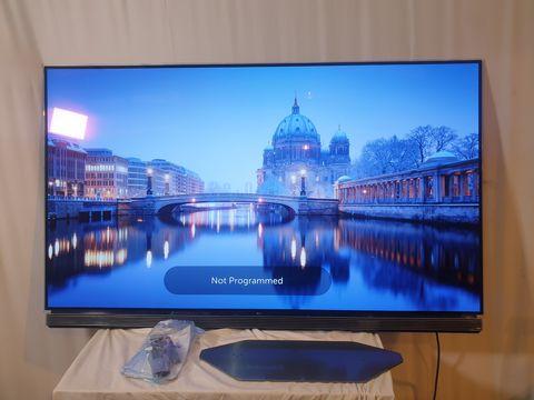 Lot 8 LG OLED65E6V 65 INCH OLED 4K HDR SMART TELEVISION