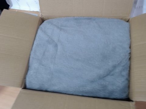 Lot 4293 COZEE HOME LUXURY FAUX FUR HEATED THROW