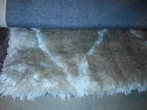 Lot 5031 DESIGNER SHAGGY RUG WIDTH APPROXIMATELY 150CM - GREY