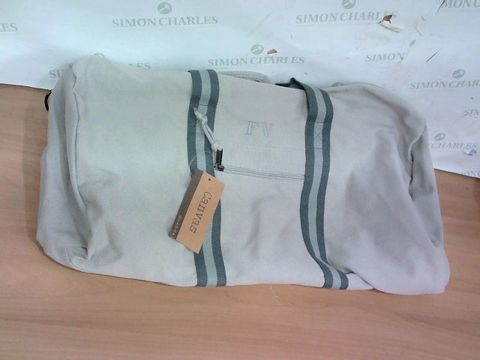 Lot 2314 EXCELLENT QUADRA BAGS CANVAS SPORTS BAG WITH TAGS
