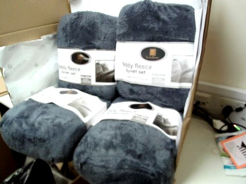 Lot 10313 LOT OF 4 LAURA SECRET TEDDY FLEECE DOUBLE DUVET SETS - GREY