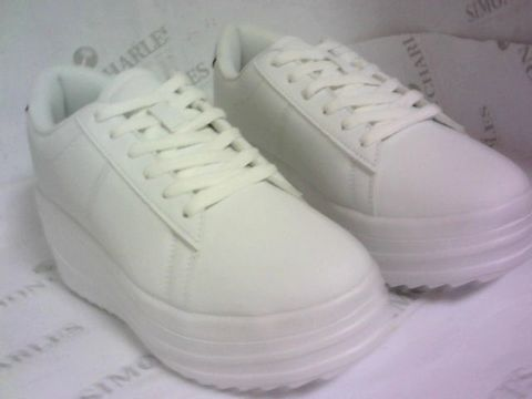 Lot 1068 WHITE HIGH SLOPE PLATFORM SNEAKERS SIZE 5