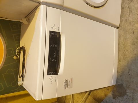 Lot 7033 BOSCH SMS46IW10G/74 SERIE 4 SILENCE PLUS 60CM FREESTANDING DISHWASHER - WHITE