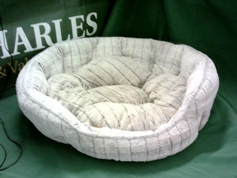 Lot 4110 MEDIUM SIZE PET BED