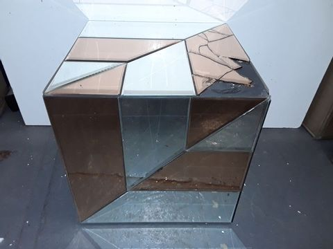 Lot 3033 JULIEN MCDONALD TWO-TONE MIRRORED CUBE STORAGE CUBE