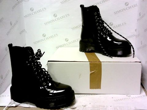 Lot 8040 BOXED PAIR OF BRONX BLACK BOOTS SIZE 37