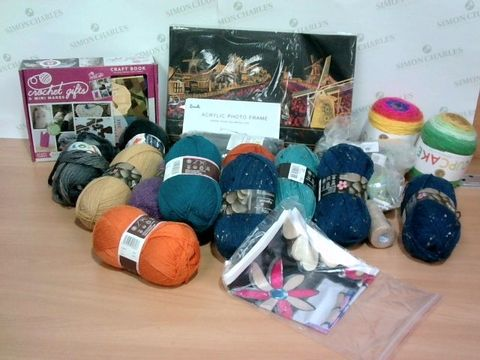 Lot 1393 LOT OF APPRXOIAMTELY 22 ASSORTED ART & CRAFTS ITEMS - TO INCLUDE CROCHET SET, ACRYLIC PHOTO FRAME, WOOL ETC.