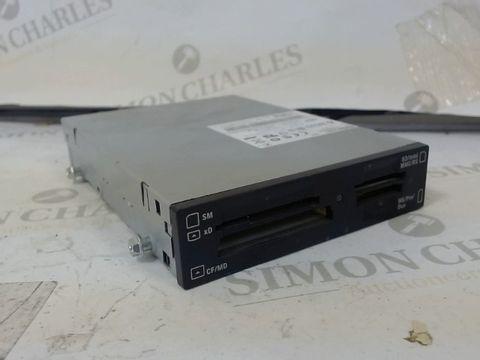 Lot 282 DELL TEAC CA-200 USB FLASH CARD READER - NO CABLE