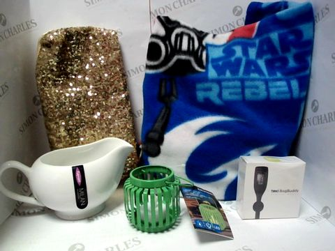 Lot 17787 LOT OF APPROXIMATELY 5 ASSORTED HOUSEHOLD ITEMS, TO INCLUDE STAR WARS REBELS BLANKET, GOLD SEQUIN CLUTCH BAG,  BREO BAG BUDDY DIGITAL WATCH, ETC
