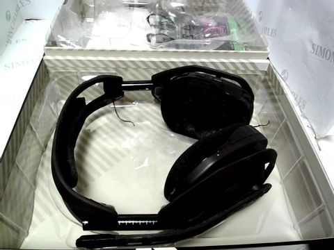 Lot 798 ASTRO GAMING A50 WIRELESS GAMING HEADSET WITH CHARGING BASE STATION