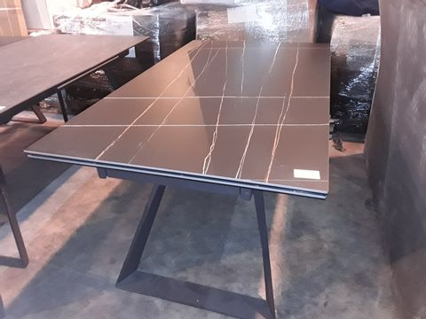 Lot 100 DESIGNER BLACK RECTANGULAR EXTENDING DINING TABLE WITH LINED PATTERN