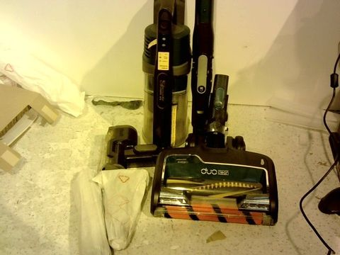 Lot 15392 SHARK CORDLESS VACUUM CLEANER