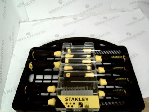 Lot 13029 STANLEY SCREWDRIVER SET STHT0-62143