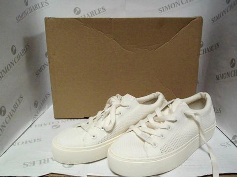 Lot 1011 UGG ZILO KNIT TRAINERS IN WHITE - UK SIZE 4