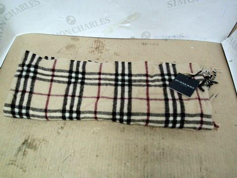 Lot 35 DESIGNER STYLE CHEQUERED SCARF