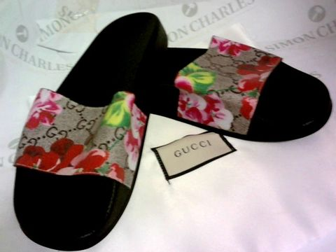 Lot 1036 SLIDERS FLOWER DESIGN SIZE 38