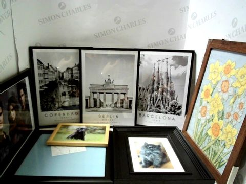 Lot 37 LOT OF APPROXIMATELY 8 ASSORTED PICTURE FRAMES AND FRAMED PICTURES