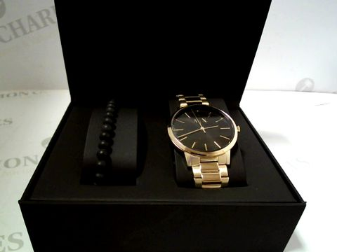 Lot 708 ARMANI EXCHANGE BLACK DIAL GOLD STAINLESS STEEL MENS WATCH AND MATCHING WRISTWEAR GIFT SET RRP £227.00