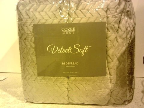 Lot 15315 COZEE HOME VELVET SOFT BEDSPREAD- APPROXIMATELY 250X245CM