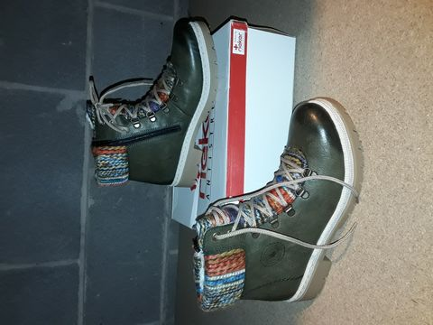 Lot 10094 BOXED PAIR OF RIEKER SHOES SIZE 39