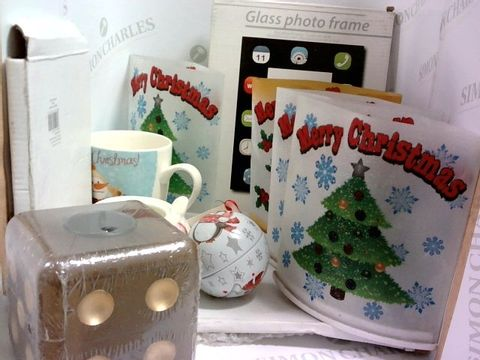 Lot 1057 ASSORTED ITMES INCLUDING XMAS DECORATIONS, MUG, PHOTO FRAMES, DICE CANDLE HOLDER ETC