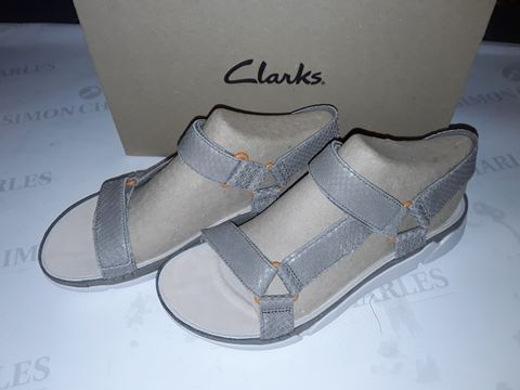 Lot 8056 BOXED PAIR OF CLARK'S TRI SPOTTY SHOES IN SAGE SNAKE - UK 7
