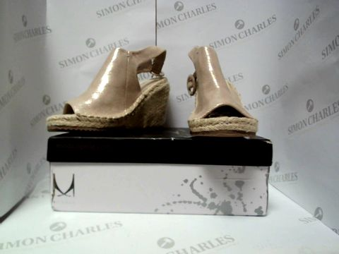 Lot 13013 BOXED PAIR OF DESIGNER MODA IN PELLE SHOES - UK SIZE  3
