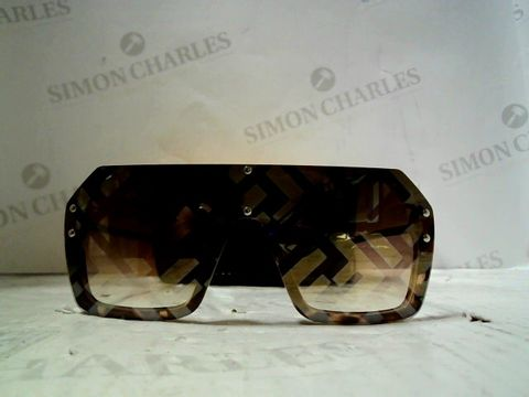 Lot 86 PAIR OF DESIGNER OVERSIZED SUNGLASSES