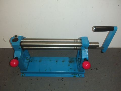 Lot 1142 METAL TABLE TOP ROLLING UNIT