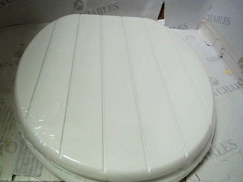 Lot 4043 BOXED WHITE TONGUE AND GROOVE TOILET SEAT