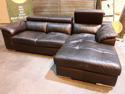 Lot 41 DESIGNER BLACK LEATHER ITALIAN STYLE CHAISE SOFA WITH ADJUSTABLE HEADRESTS