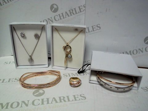 Lot 569 BOX OF APPROXIMATELY 10 ASSORTED ITEMS OF BUCKLEY LONDON JEWELLERY TO INCLUDE RING, PENDANT, BANGLE, ETC RRP £487.00
