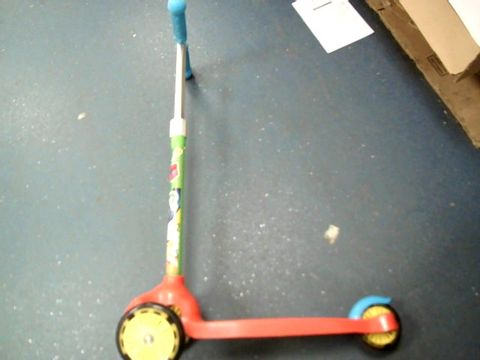 Lot 5261 RYANS WORLD LIGHT UP TRI SCOOTER RRP £29.99