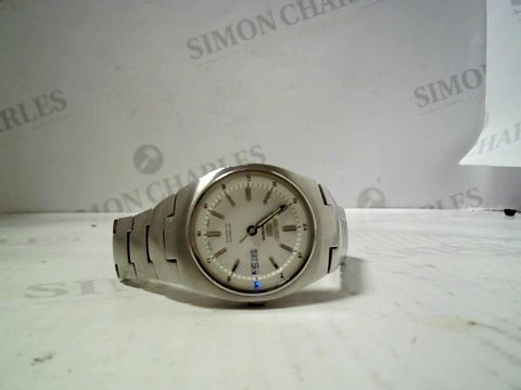 Lot 3081 DESIGNER WHITE DIAL METAL STRAP WRISWATCH