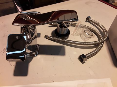 Lot 10649 BOXED LENNA LOW PROFILE BASIN TAP WITH CLICKER WASTE CHROME