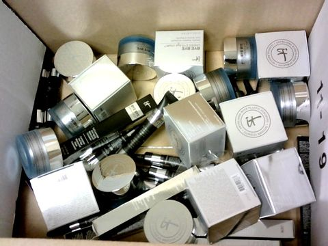 Lot 8091 BOX OF APPROXIMATELY 25 ASSORTED IT COSMETIC ITEMS TO INCLUDE EYE CREAM AND CONCEALER