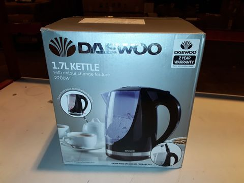 Lot 3210 DAEWOO 1.7L 2200W COLOUR CHANGING KETTLE