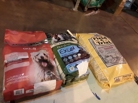 Lot 13562 PALLET OF APPROXIMATELY 30 ASSORTED BAGS OF PET FOOD