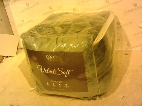 Lot 1039 COZEE HOME SUPER SOFT AND FLEECE DUVET SET - DUTY TEAL DOUBLE SIZE