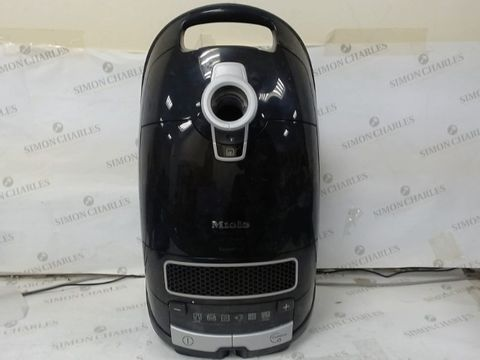Lot 114 MIELE COMPLETE C3 CAT AND DOG PLUS, BLACK, BAGGED CYLINDER VACUUM CLEANER, CORDED