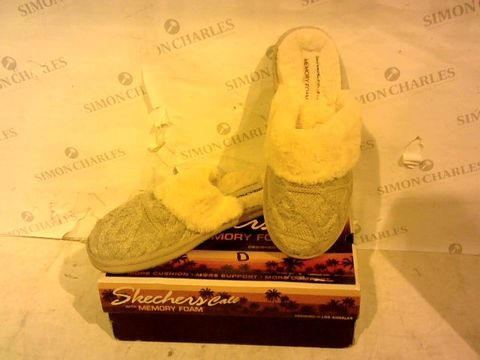 Lot 11272 BOXED PAIR OF SKECHERS - UK SIZE 6