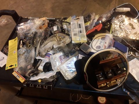 Lot 558 TRAY OF ASSORTED ITEMS REAR VIEW BABY MIRROR, AIR FRESHENERS, IN CAR HOLDERS, BADGES, SCRATCH KITS, EMERGENCY HAMMER, 6 SPEED GEAR KNOB & GAITER,  (TRAY NOT INCLUDED)