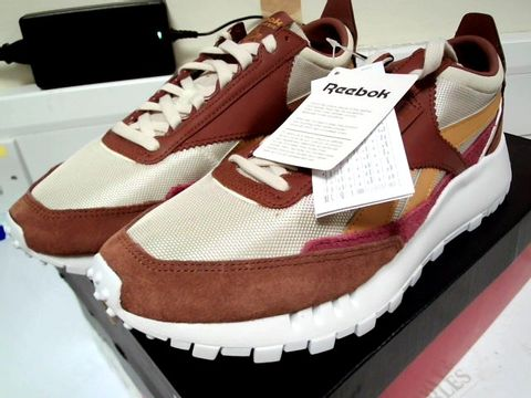 Lot 4749 BOXED PAIR OF DESIGNER REEBOK CLASSIC LEGACY BROWN TRAINERS SIZE Uk 9