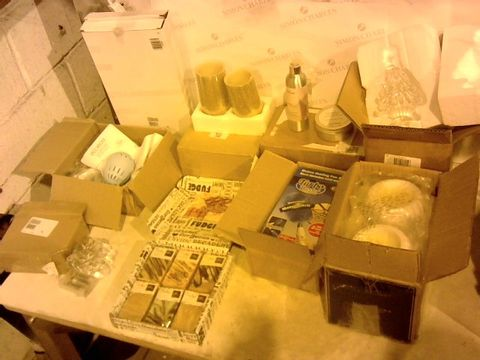 Lot 2372 BOX OF 10 ASSORTED ITEMS TO INCLUDE: TURBO DUSTER, FUDGE SET, LIGHT SET, CANDLES ETC