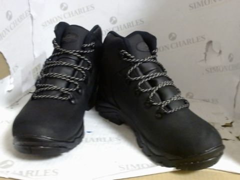 Lot 4739 BOXED PAIR OF NORTHWEST TERRITORY BOOTS - SIZE 7
