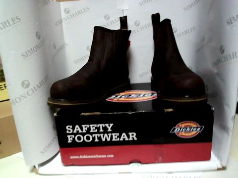 Lot 13037 BOXED PAIR OF DESIGNER DICKIES BOOTS - UK SIZE 9
