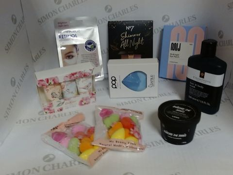 Lot 8501 LOT OF A LARGE QUANTITY OF ASSORTED COSMETIC ITEMS, TO INCLUDE NO7 SHIMMER ALL NIGHT EYESHADOW PALLETTE, POP SONIC FACIAL CLEANSING DEVICE, CHAMPNEY'S HAIR AND BODY WASH, ETC